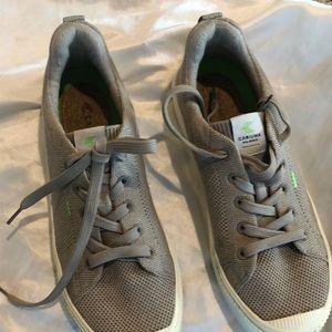Cariuma unisex sneakers